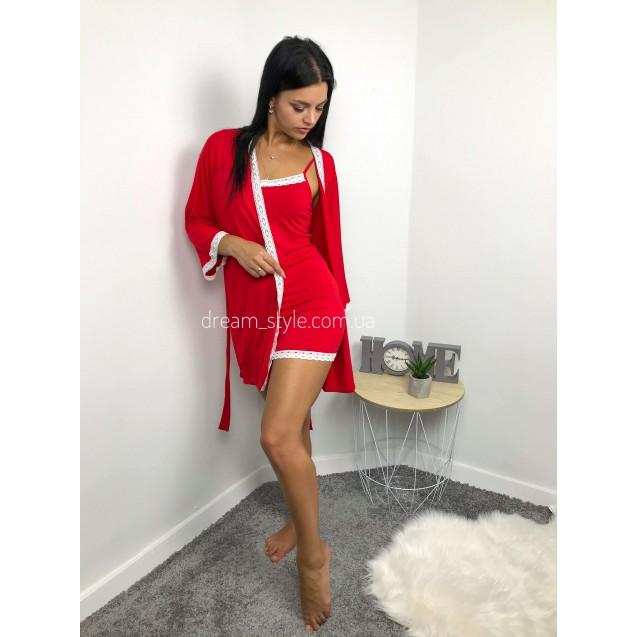 Красный халат с белым кружевом